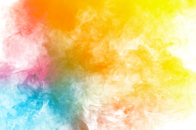Fumo multicolorido abstrato flutuar no ar