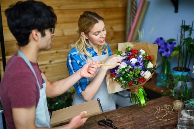 Funcionários da loja de flores