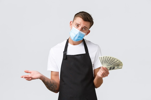 Funcionários de pequenas empresas de varejo e conceito de cafeteria perturbaram o proprietário de café barista e sombrio ...
