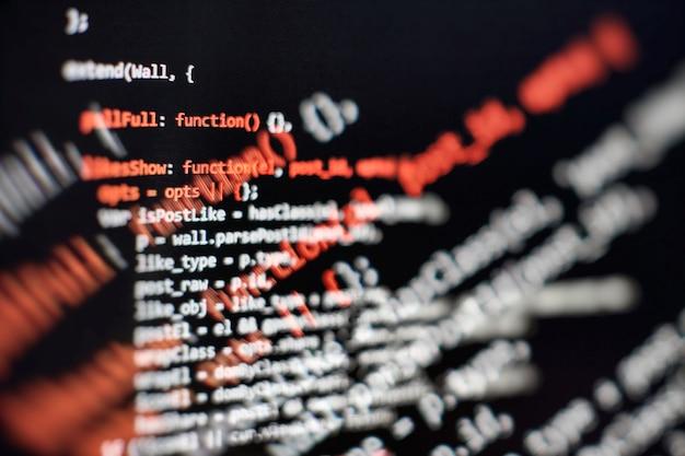 Funções de programação da web em laptop no laptop. negócios de ti. tela do computador com código python. conceito de design de aplicativo móvel.