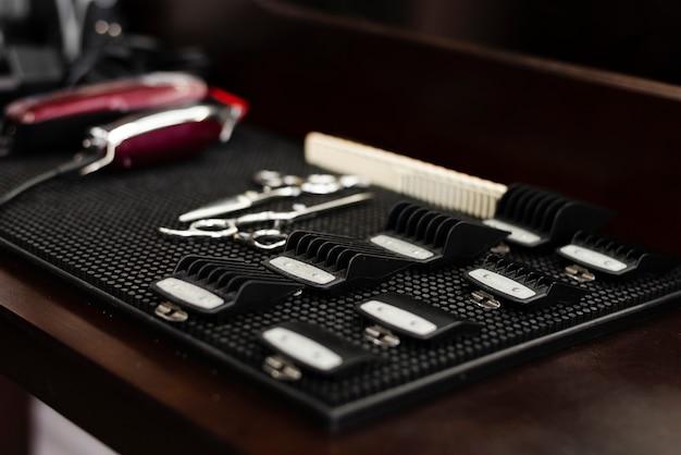 Fundamentos de barbearia profissional de lado
