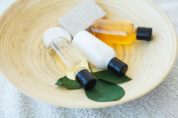Fundamentos de spa, incluindo óleos naturais, sabão