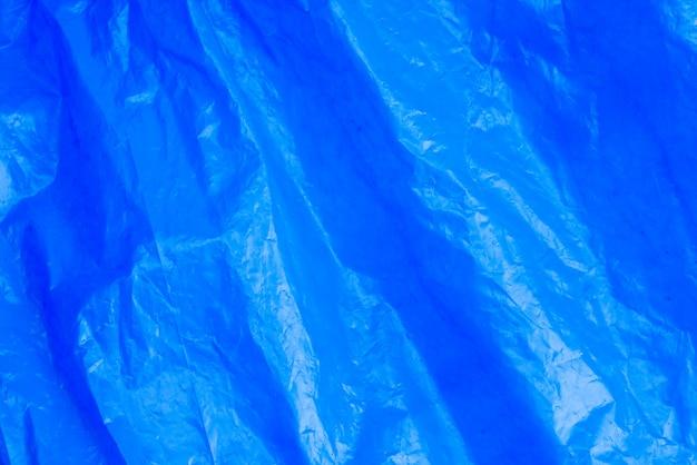 Fundo abstrato amassado saco de lixo azul de textura de filme plástico