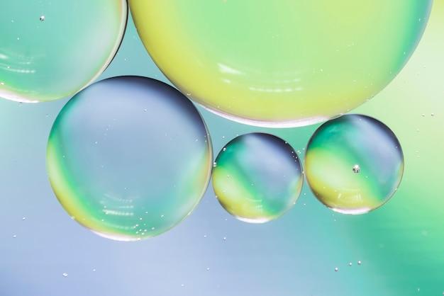 Fundo abstrato azul e verde com bolhas
