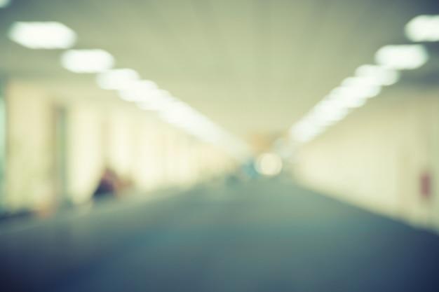 Fundo abstrato borrado do corredor do edifício (corredor)