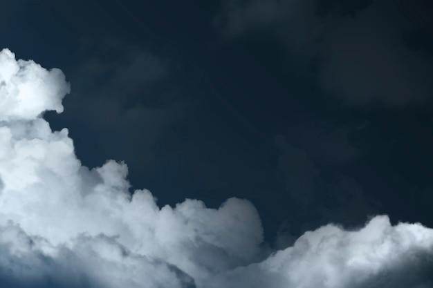 Fundo abstrato com céu e nuvens