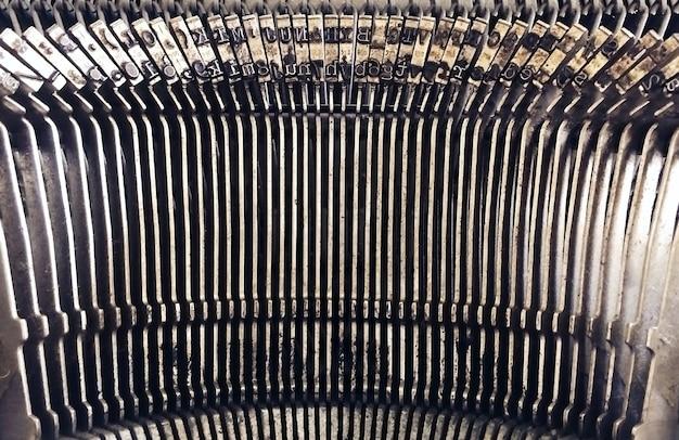 Fundo abstrato com peça de metal e elementos de uma velha máquina de escrever, foco selecionado.