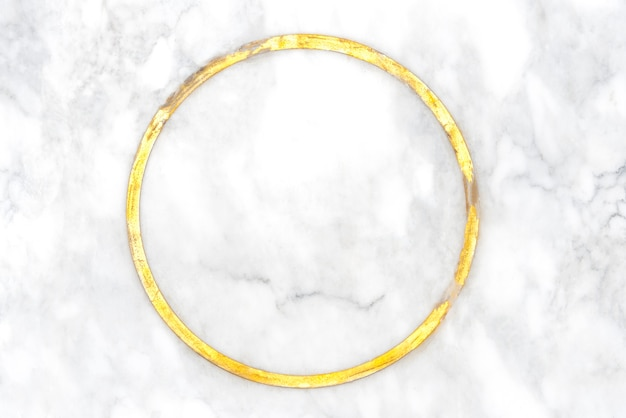 Fundo abstrato da elegância do mármore branco com anel dourado no centro. fronteira de luxo a