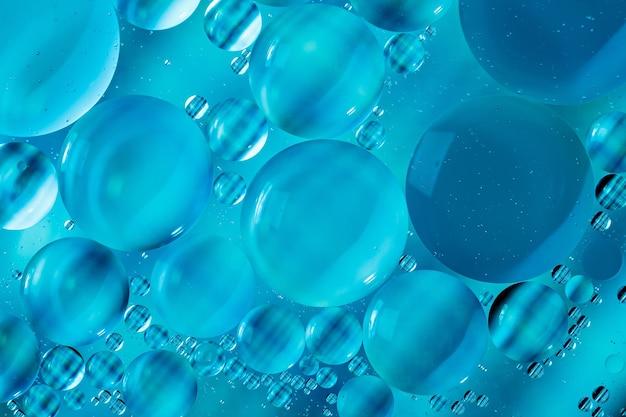 Fundo abstrato das gotas de óleo na água.