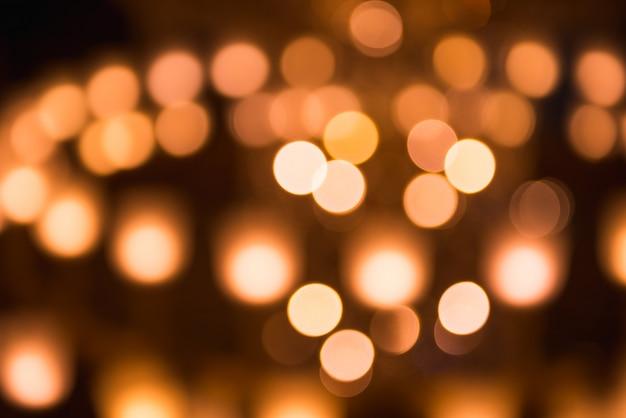 Fundo abstrato de luzes amarelas. férias, iluminação, tema de iluminação decorativa.