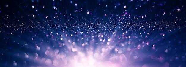 Fundo abstrato de luzes purpurinas roxas e preto