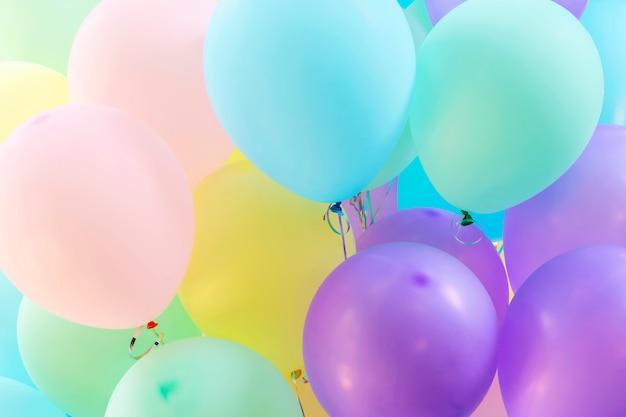 Fundo abstrato de multicolor do padrão de balões. férias e festivais backdr festa