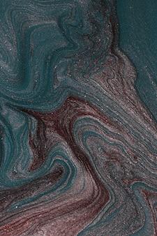 Fundo abstrato do brilho da cerceta e violeta. conceito de maquiagem. manchas bonitas de lacas de unha líquidas. arte fluida, despeje a técnica de pintura. banner vertical, bom como pano de fundo, copie o espaço para o projeto.