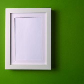 Fundo abstrato do papel do colofrul do minimalism com moldura para retrato vazia.