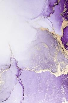 Fundo abstrato dourado roxo da pintura artística de tinta líquida de mármore no papel.