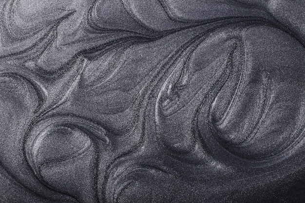 Fundo abstrato metálico prateado. conceito de maquiagem. manchas bonitas de laquers de unha líquidos. arte fluida, despeje a técnica de pintura. faixa horizontal, pode ser usada como pano de fundo para um bate-papo.