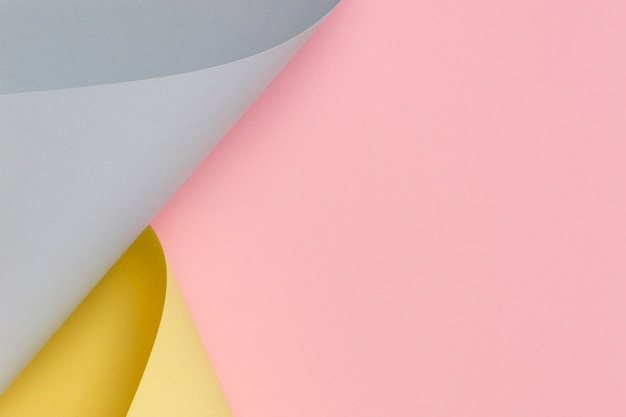 Fundo abstrato. papel de cor rosa pastel, amarelo e azul em formas geométricas