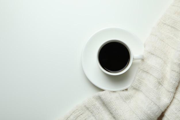 Fundo aconchegante de conceito de outono com bebida de café