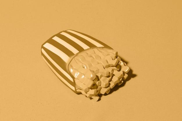 Fundo amarelo com batatas fritas isométricas