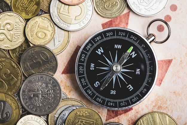 Fundo aventura com bússola e moedas