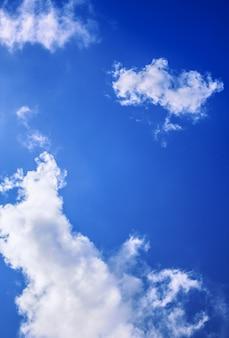 Fundo azul abstrato do céu azul