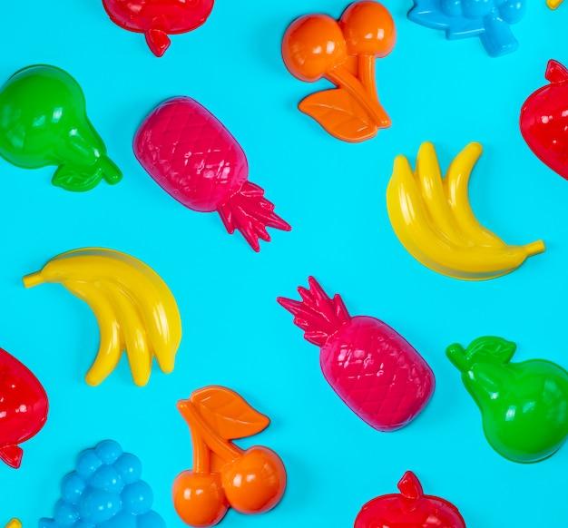 Fundo azul com brinquedos coloridos para crianças