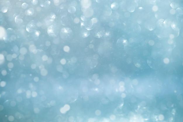 Fundo azul festivo de natal com luz desfocada