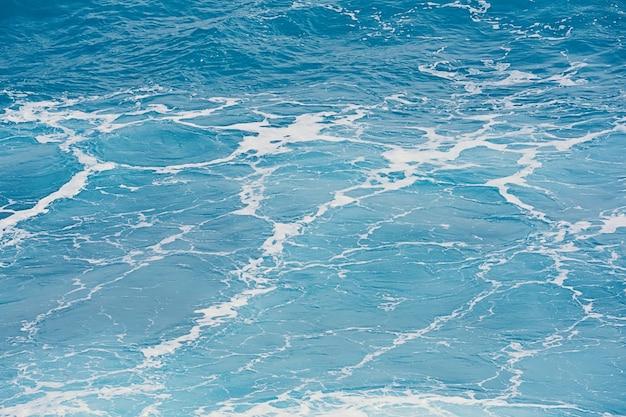 Fundo azul natural da água de superfície do mar