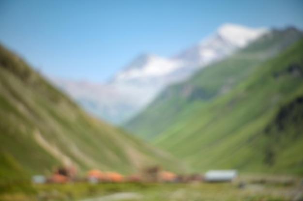 Fundo borrado sumário da paisagem da natureza da montanha.