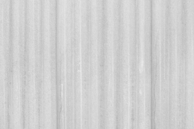 Fundo branco da textura da folha do telhado do cimento da fibra e do ascendente próximo da superfície.