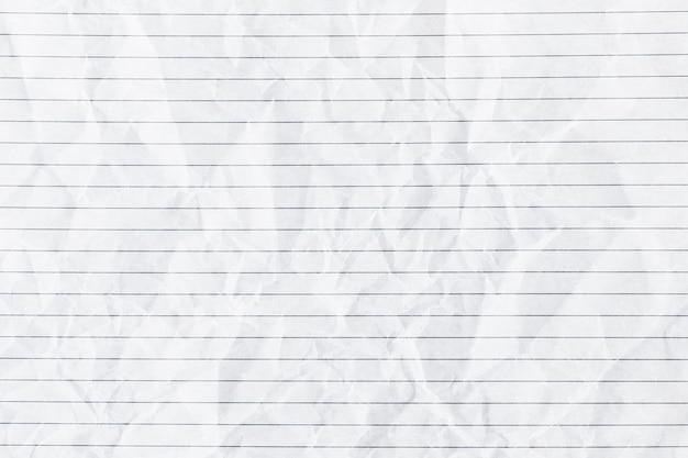 Fundo branco de papel pautado amassado