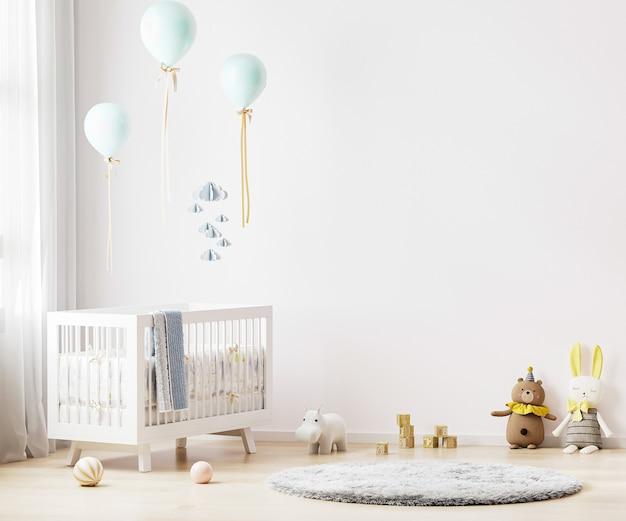 Fundo branco do quarto do berçário com roupa de cama, brinquedos