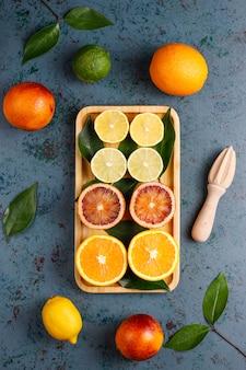 Fundo cítrico com frutas cítricas frescas sortidas