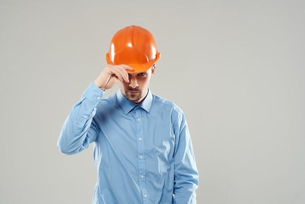 Fundo claro de proteção de construtores masculinos
