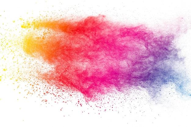 Fundo colorido da explosão de pó pastel. multi respingo de poeira colorida sobre fundo branco. holi pintado.