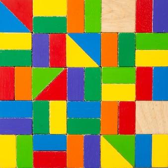 Fundo colorido de blocos de madeira.