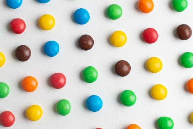 Fundo colorido de bombons de chocolate