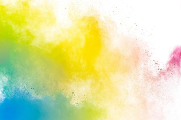 Fundo colorido de explosão de pó pastel. respingo de poeira de cor de arco-íris em fundo preto.