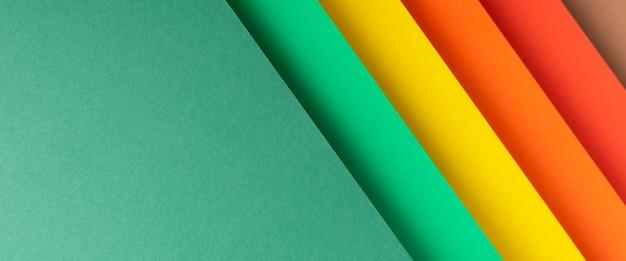 Fundo colorido de material de papel dobrado. vista superior, configuração plana. bandeira.