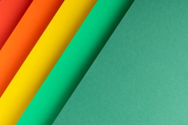 Fundo colorido de material de papel dobrado. vista superior, configuração plana.