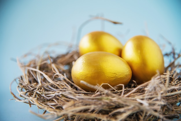 Fundo colorido doce dos ovos da páscoa - conceitos nacionais da celebração do feriado