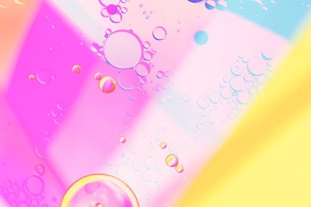 Fundo colorido geométrico e bolhas