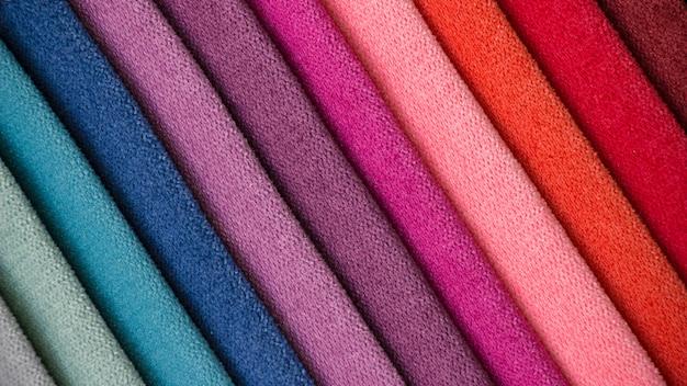 Fundo colorido, uma pilha de tecido colorido.