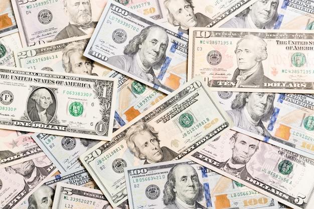 Fundo com americano do dinheiro cem notas de dólar, horizontais. vista superior do negócio em fundo com copyspace