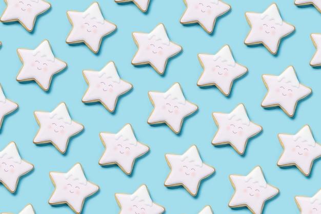Fundo com biscoitos em forma de estrela de cima com cobertura