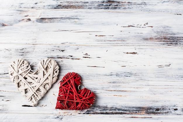 Fundo com corações, dia dos namorados. dia dos namorados. ame. corações de vime. coloque para o texto. cópia espaço de fundo