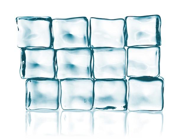Fundo com cubos de gelo em luz azul
