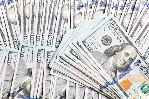 Fundo com dinheiro americano cem notas de dólar, horizontal