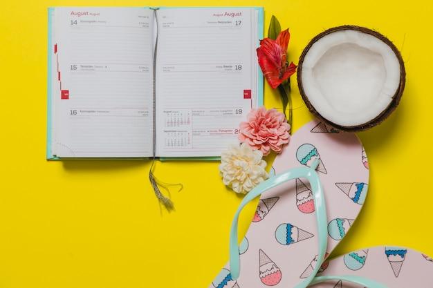 Fundo com flip-flops de calendário e sorvete com outros elementos