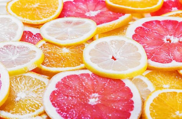 Fundo com frutas cítricas de fatias de frutas frescas